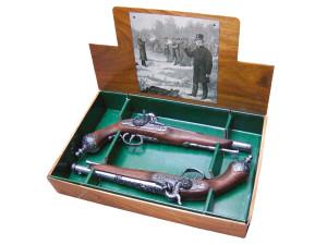 Réplique décorative Denix d'une paire de pistolets de duel Italien