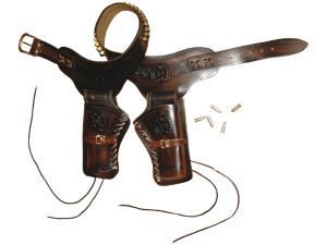 Ceinturon avec deux holsters pour revolver Western